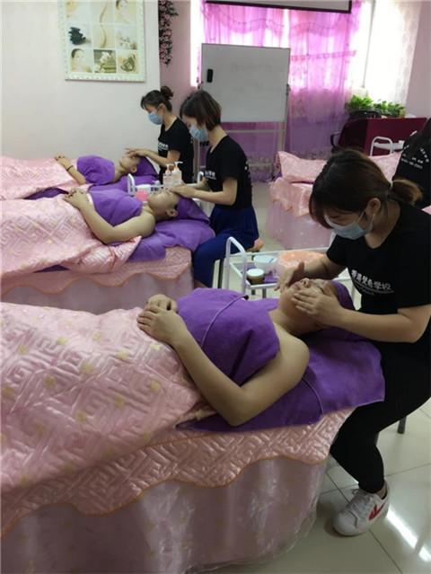 深圳美容学校学费多少一般学两三个月三四千左右